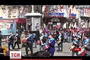 У Криму дітей масово вивели на парад у підтримку російської окупації