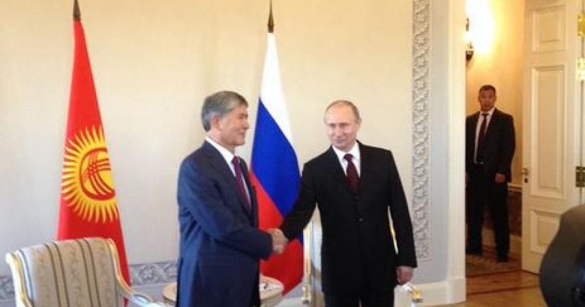 Путин прилетел в Санкт-Петербург @ twitter.com/dimsmirnov175