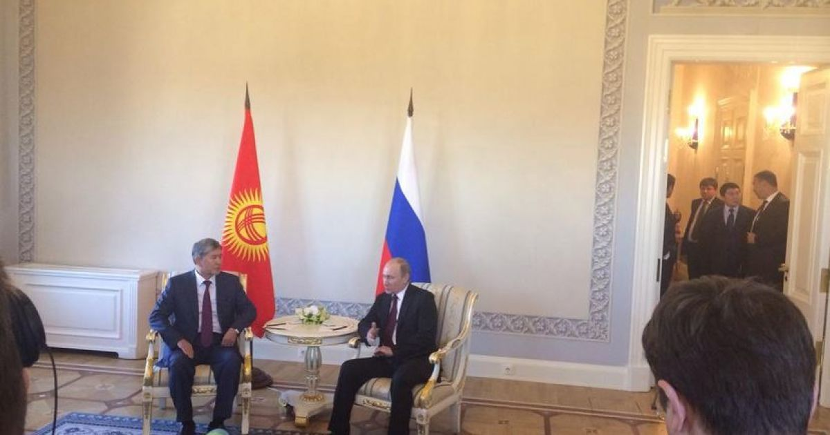 Путин прилетел в Санкт-Петербург @ twitter.com/world_reporter
