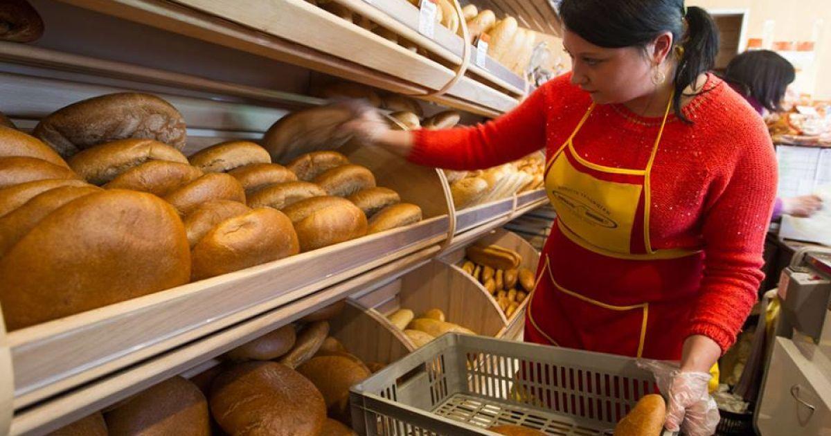5 последних экономических новостей: насколько подешевел бензин и что будет с ценами на хлеб