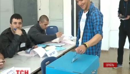 Діючий прем'єр Ізраїлю Беньямін Натаньяху святкує перемогу на парламентських виборах