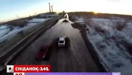 """""""Плаваючі"""" машини в кілометровій російській калюжі вразили Мережу"""