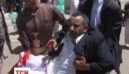 В результаті вибухів у мечетях в Ємені загинуло 77 людей