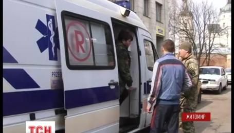 Волонтери передали на фронт дві карети швидкої допомоги