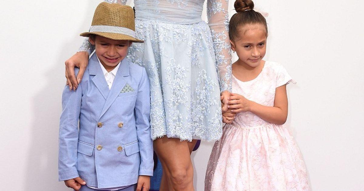 Джей Ло приїхала на прем'єру разом з дітьми @ Getty Images