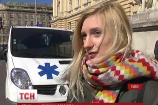 Французькі студенти зібрали гроші на реанімобілі для АТО продажем українських сувенірів