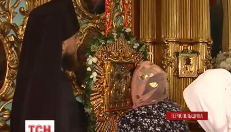 В Почаеве готовятся защищать святыню от вывоза в Россию