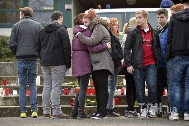 В Германии начали зажигать свечи в память о погибших в авиакатастрофе в Альпах