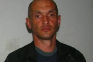 У Росії ловлять одноногого рецидивіста, який втік, розстрілявши поліцейських