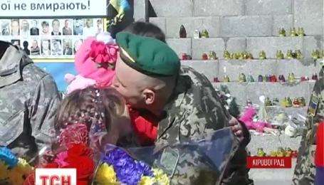 В Кировограде коридором славы встретили бойцов Донецкого пограничного отряда