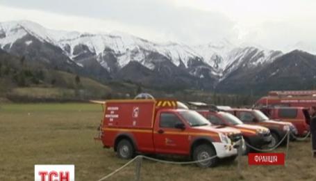 Поисковая операция в районе авиакатастрофы во французских Альпах возобновилась утром