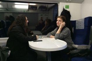 В соцсети выложили фото, как жена Порошенко возвращалась домой на поезде в общем вагоне