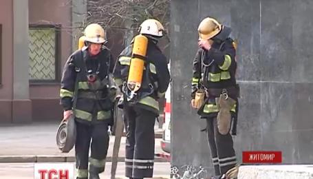 В Житомире здания облгосадминистрации окружили правоохранители, там проводят обучение