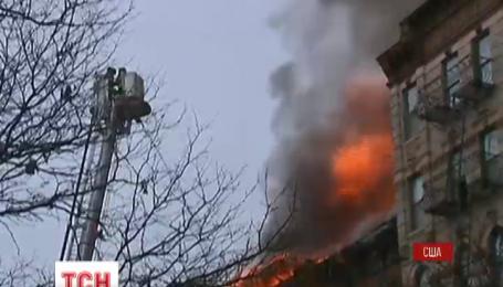 По меньшей мере два человека пропали без вести после пожара в центре Нью-Йорка