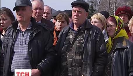 Жителі Корсунь-Шевченківського на три години перекрили рух дорогою Київ-Ізварине