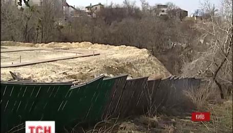 На склонах горы Юрковицы в Киеве пытаются возобновить строительство