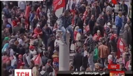 Десятки тисяч людей вийшли на марш миру у Тунісі