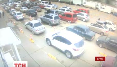Более 2 тысяч машин стоят в очередях в портах Керченской переправы
