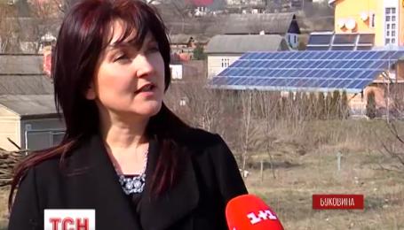 Жительница из Буковины установила у себя во дворе солнечную электростанцию