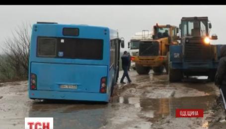 На трассе Одесса-Южный застрял пассажирский автобус