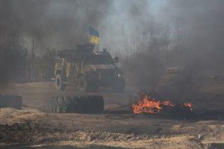 На Луганщині розвідники потрапили під мінометний вогонь, а дозорне авто підірвалося на фугасі