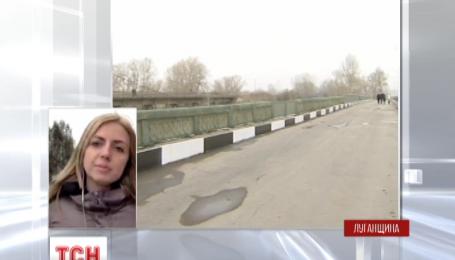 Зруйнований міст між селищем Рубіжне та містом Сєверодонецьк відремонтували