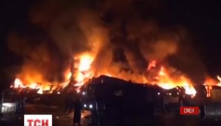 По меньшей мере 23 человека погибли во время авиаудара в йеменском городе Ходейда