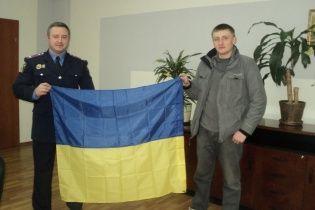 """Разведчик """"Маклауд"""" вернул спрятанный от сепаратистов флаг на краматорский горотдел"""