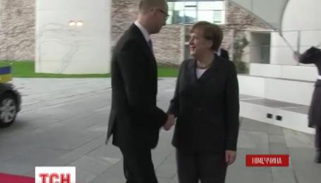 Яценюк привез из Берлина кредит на полмиллиарда евро