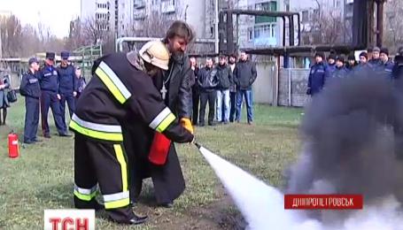 У Дніпропетровську священики всіх конфесій тушили полум'я