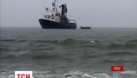 Спасатели продолжают поиски жертв катастрофы в Охотском море