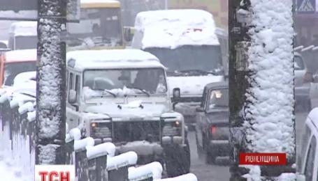 Західну Україну накрило мокрим снігом