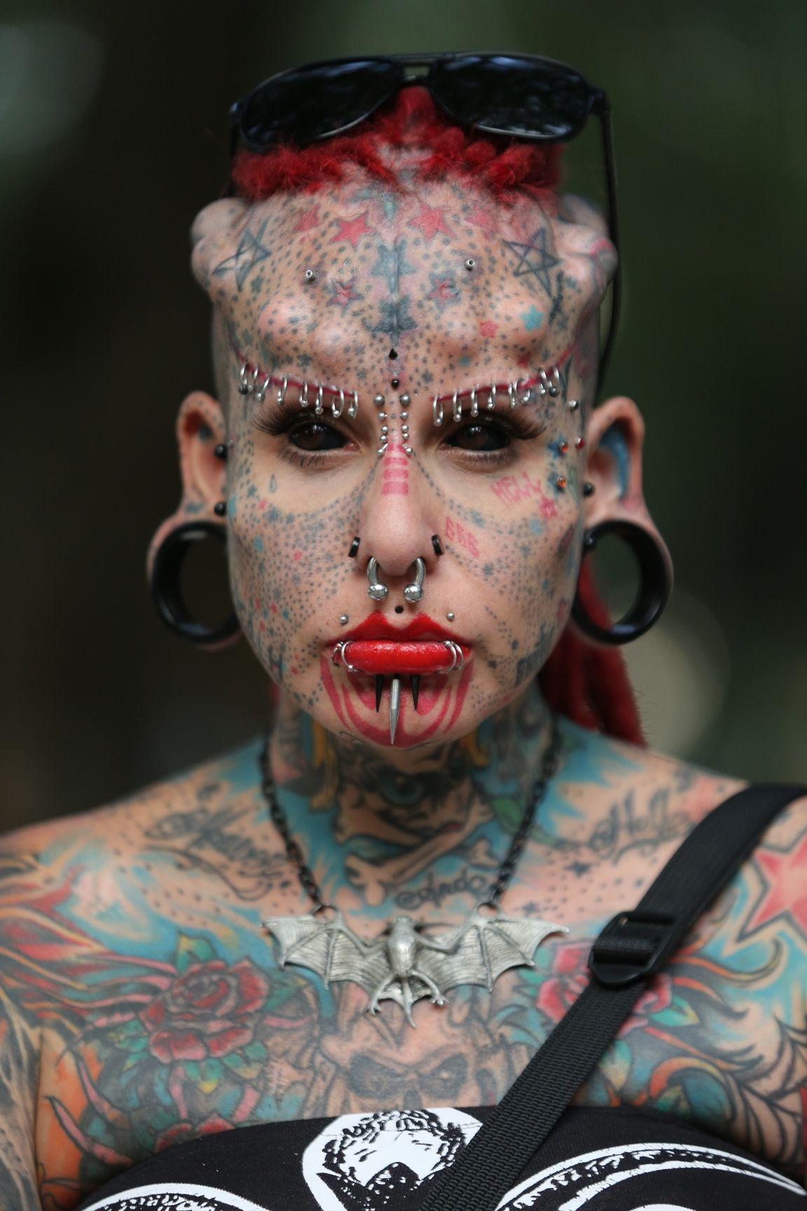 zagruzka-zhopu-foto-tolstih-s-pirsingom-i-tatuirovkami-poisk