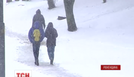 Західну Україну накрило снігом