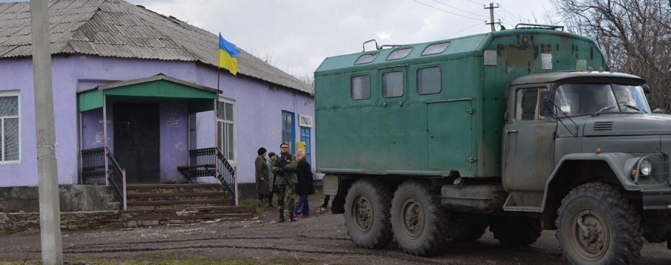 Аптеки немає, але по хатах вже не стріляють: як живе звільнена рік тому Катеринівка на Луганщині
