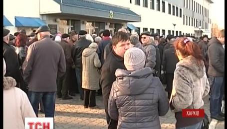 Авиаторы Харькова бастуют с требованиями возврата долгов по зарплате