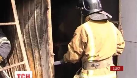 В Одессе пострадали семь пожарных и один гражданский, который им помогал