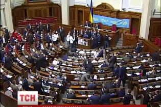 """Луценко побачив у блокуванні трибуни ВР """"штурм уряду"""", а Геращенко назвав """"Свободу"""" маріонетками Путіна"""