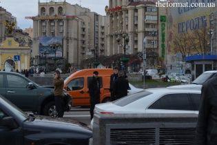 Сын Порошенко на BMW попал в ДТП прямо посреди Майдана