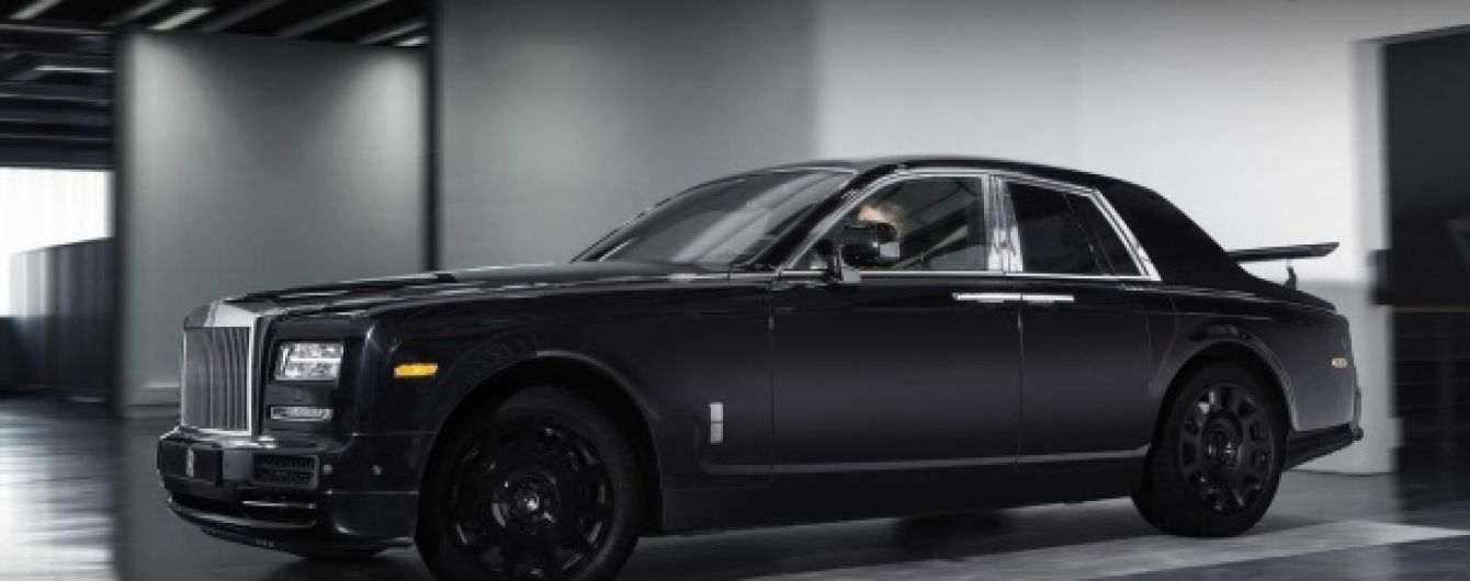 Китаец вместе со своим Rolls-Royce почти за $ 1 млн провалился под землю