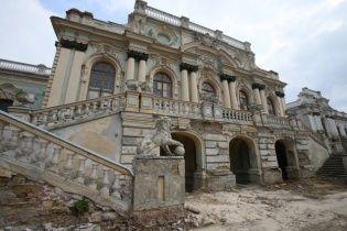 Старинный Мариинский дворец в центре Киева может рухнуть