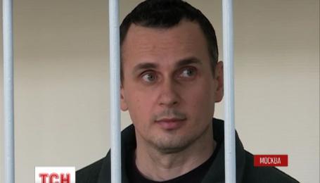 Режиссера Олега Сенцова будут держать в неволе еще минимум месяц