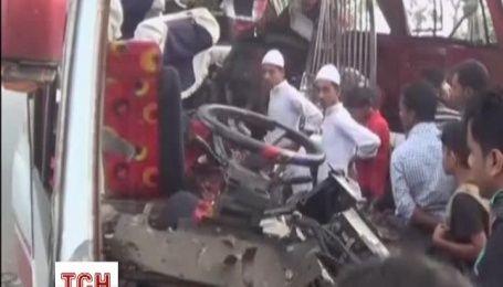 25 людей стали жертвами ДТП автобуса в Бангладеші