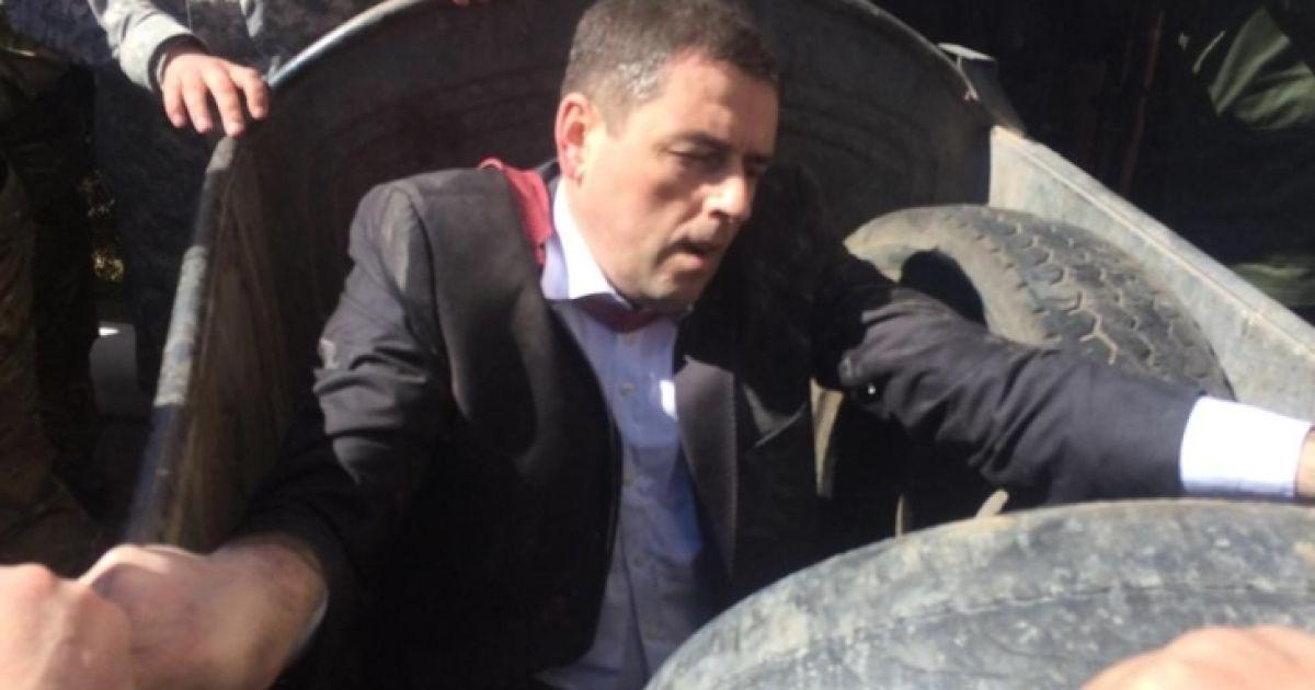 Квацюка провезли містом у смітнику @ vk.com/vz_mz