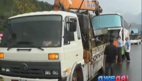 Из-за непогоды в Поднебесной столкнулись два автобуса с туристами и фура