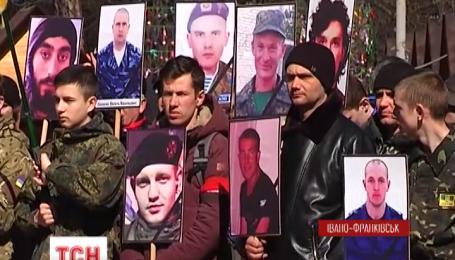 В Івано-Франківську «Правий Сектор» влаштував чиновникам «Чистий Четвер»