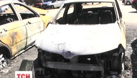 За ніч у столиці згоріло вісім автомобілів