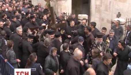 В Єрусалимі паломники з усього світу звершують хресну ходу, якою йшов Христос на розп'яття
