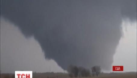 Мощный торнадо ударил по американскому штату Иллинойс