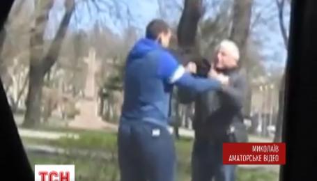 В Николаеве маршрутчик избил пожилого пассажира